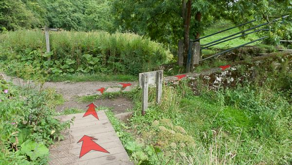 A photo of step 25 of the Chee Dale route, with red arrows superimposed to show the way.