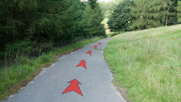 A photo of step 3 of the Fernilee Reservoir route, with red arrows superimposed to show the way.